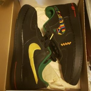 Nike low Air Force One's(Urban Jungle Gym) Peace